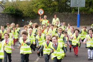 No Reproduction Fee ESB Hi Vis Vests at Scoil Ui Riada, Wilton, Cork. Included are Mary O'Mahony, John Kingston, Anne Kelleher and Eoghan O'Callaghan, of ESB. Pic John Sheehan